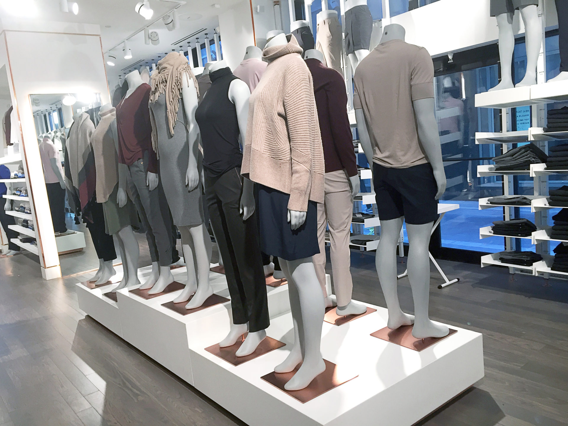 IN-STORE MANNEQUINS+ FORMS