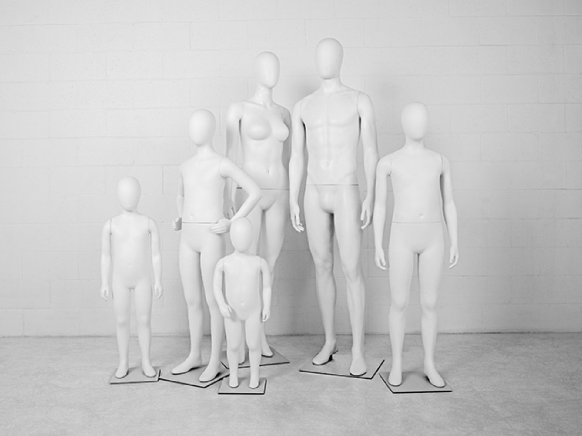 BLOW MOLDED MANNEQUIN FAMILY